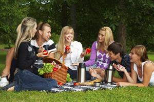 Правила выбора одежды для пикника